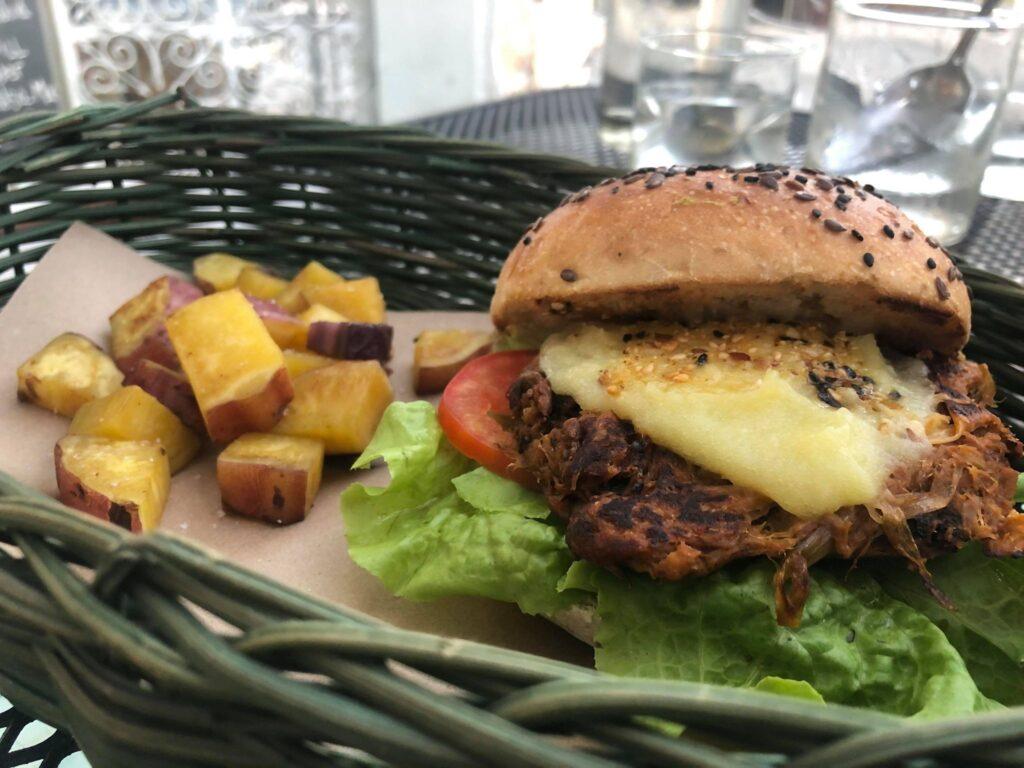 vegan yaca burger in valladolid